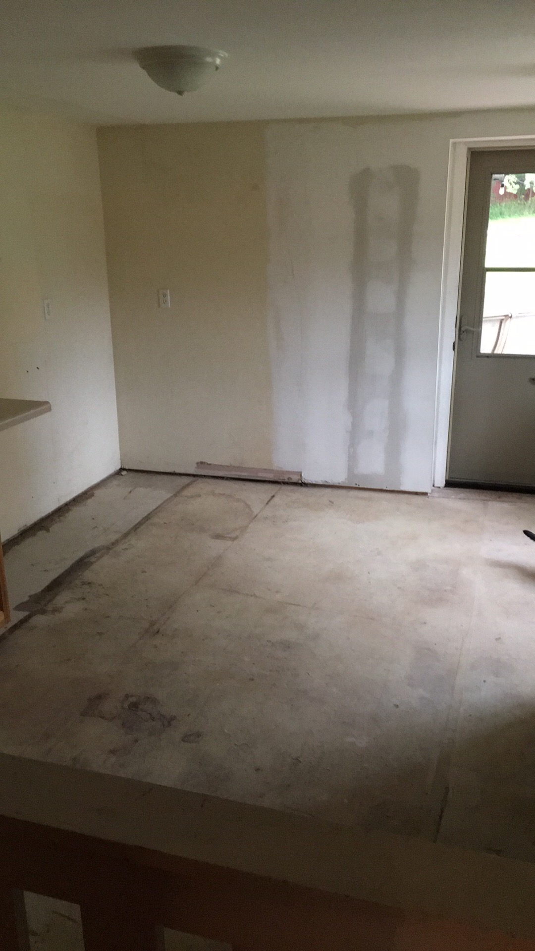 Does My Floor Have To Be Level To Install Tile