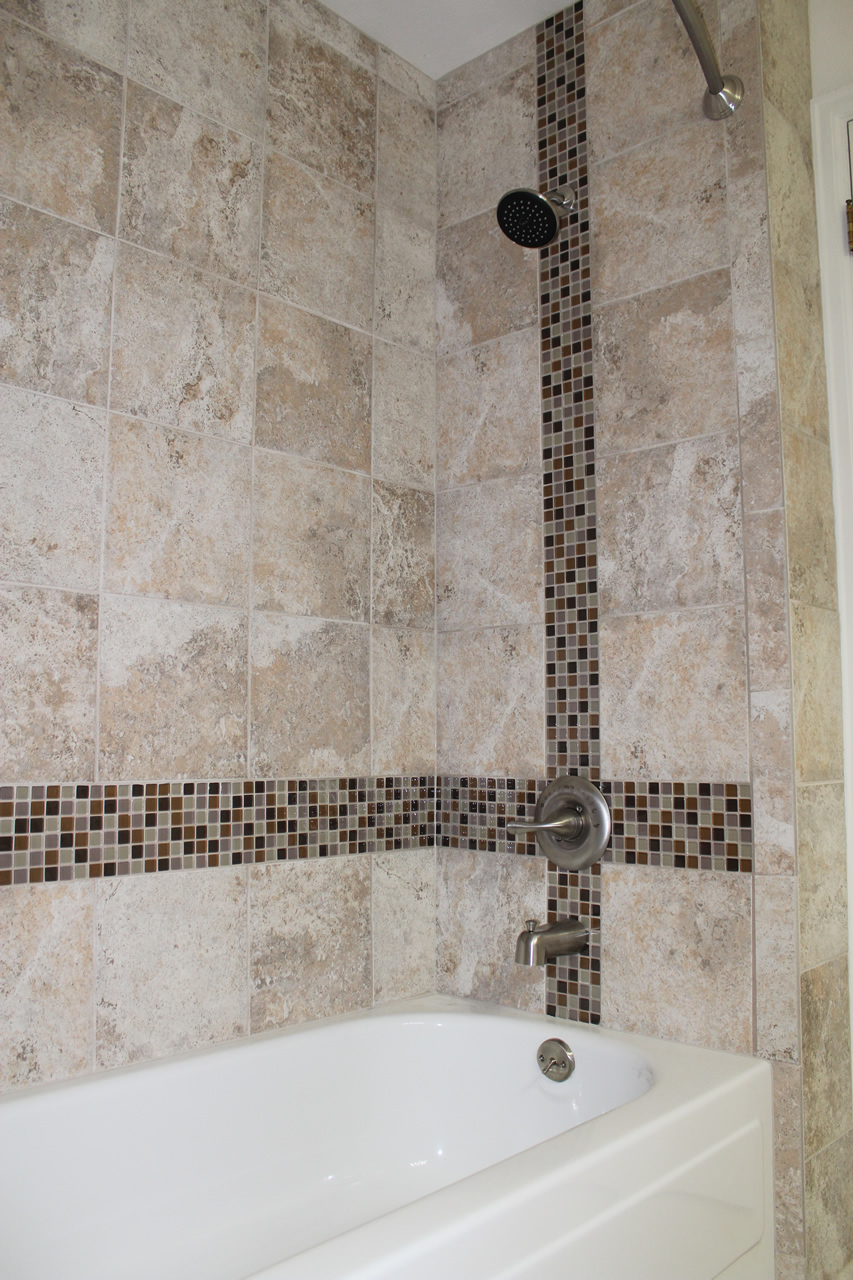 Using Glass Tile As An Accent - Glass accent tiles for bathroom